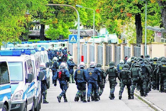 Polizei: Besitzer der Schlagwaffen in Flüchtlingsunterkunft unklar
