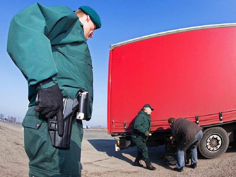 Die Transport- und Logistikbranche gil...schauten Fahnder wie diese genau hin.   | Foto: Arhcivfoto: dpa