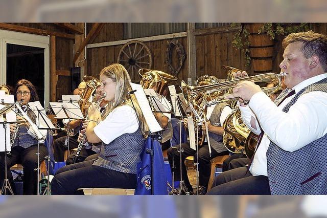 Chorgesang und Blasmusik sorgen für tolle Stimmung