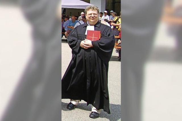 Pfarrer Peter Hasenbrink kommt