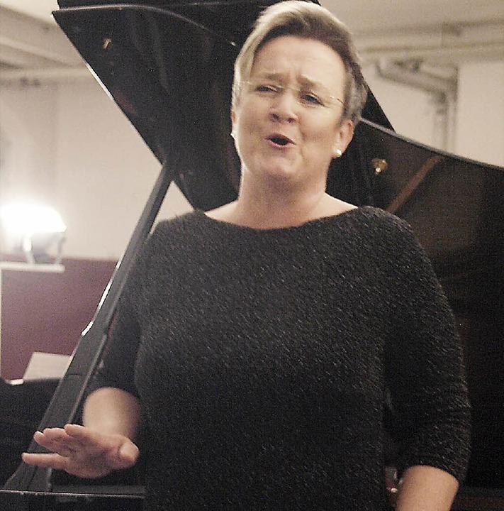 Bei ihrem Liederabend im Rahmen der Re...er mit Lebendigkeit und Ausdruckskraft  | Foto: Karin Stöckl-Steinebrunner