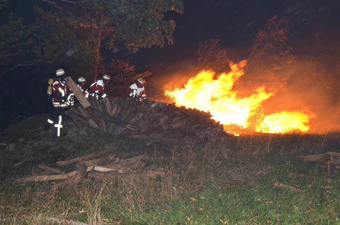 Wiese in Flammen  | Foto: Martin Ganz Kamera24tv