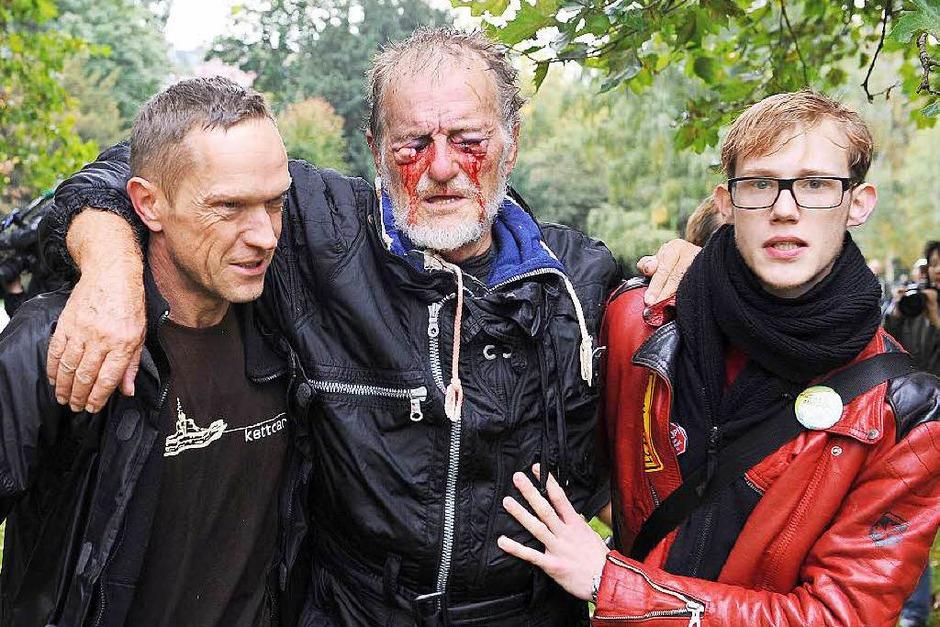Er wurde zum Opfer der Polizeigewalt am schwarzen Donnerstag: Dietrich Wagner wurde durch die Wasserwerfer der Polizei so stark an den Augen verletzt, dass er heute fast blind ist. (Foto: dpa)