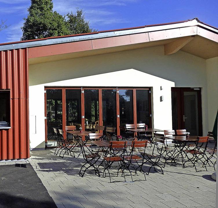 Zum Pavillon gehört auch eine schöne Terrasse.   | Foto: Johanna Högg