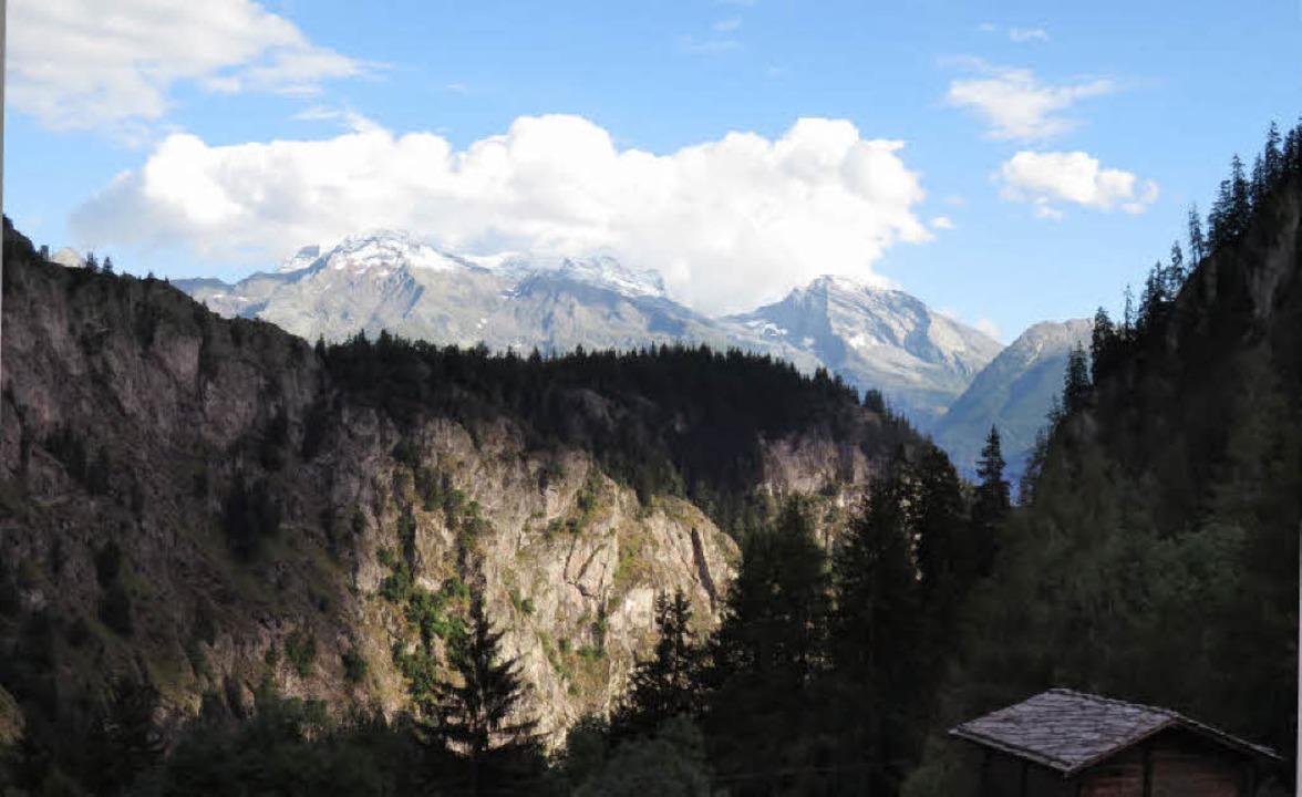 Endlich haben die  Hexen aufgehört, zu...wolkenfreier Blick von Blatten ins Tal  | Foto: Anselm Bußhoff
