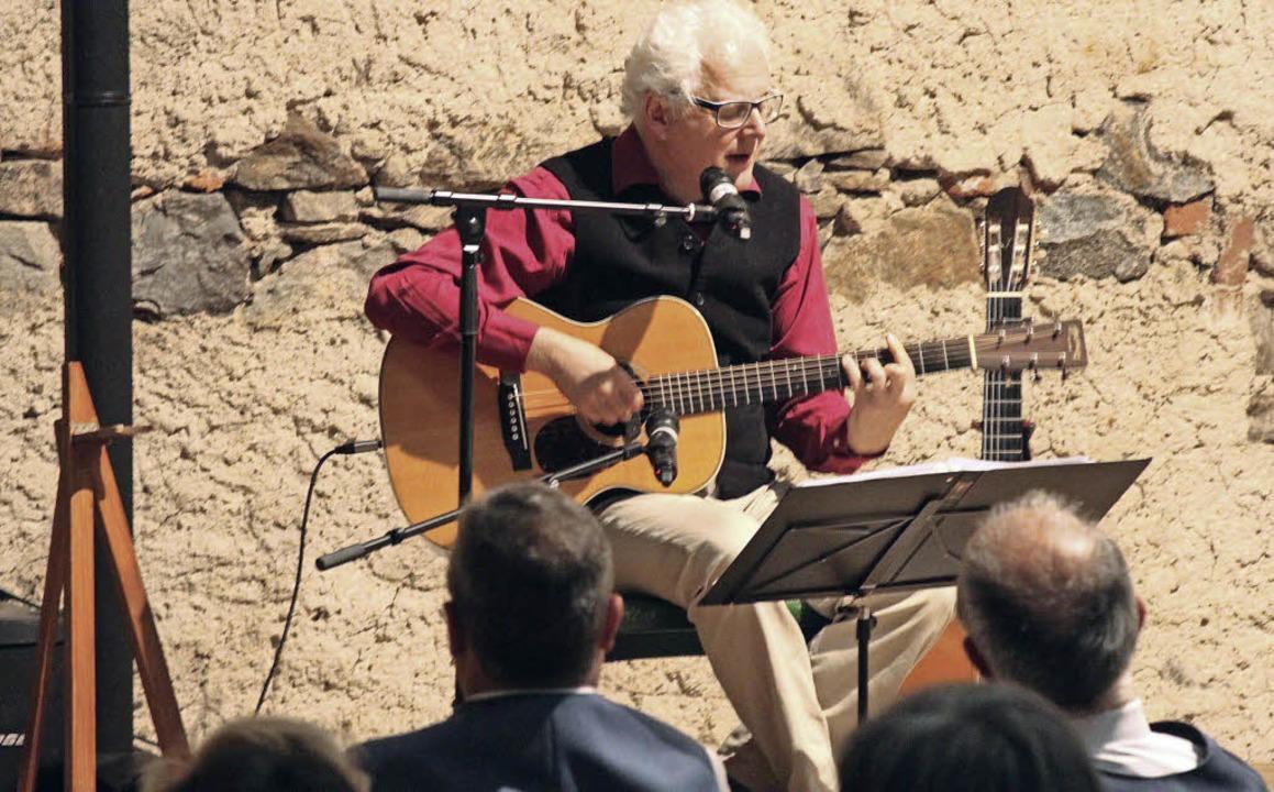 Uli Führe bei seinem Auftritt.   | Foto: Erich Krieger