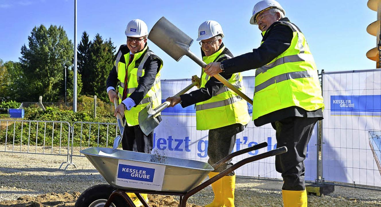 Spatenstich  bei der Kesslergrube mit ...Benz, Hagen Pfundner und Thomas Bauer   | Foto: R. Dorweiler