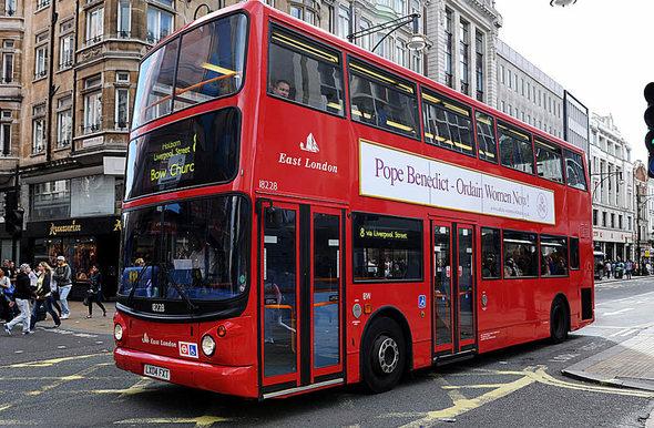 panorama london obdachlose finden in doppeldeckerbussen. Black Bedroom Furniture Sets. Home Design Ideas