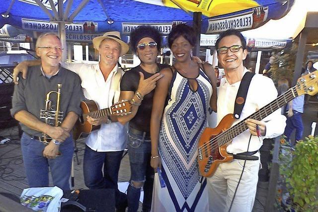 Raymaluz und ihr Quintett Son de la Suiza spielen in Riehen