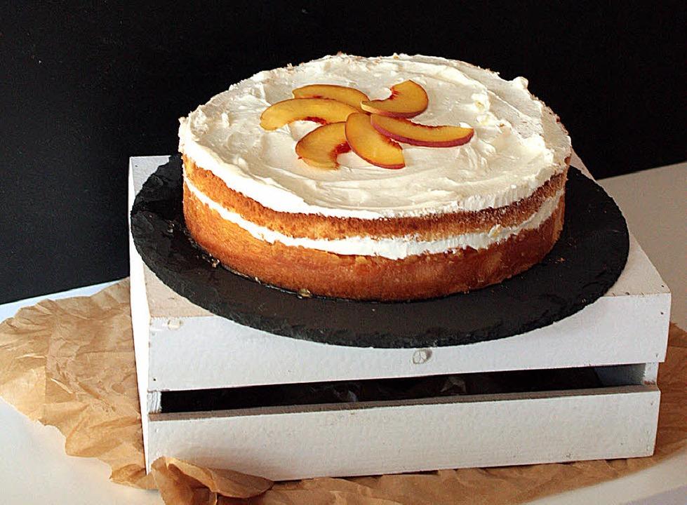Biskuit-Kuchen mit Weißweinpfirsichen und Quarkcreme  | Foto: -