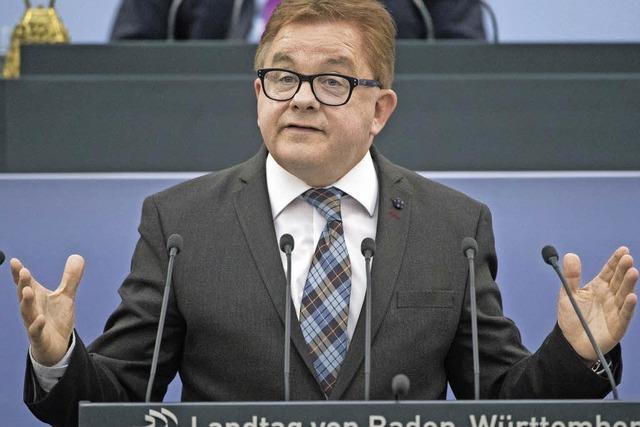 Flüchtlingskrise: Kretschmann ermahnt Wolf