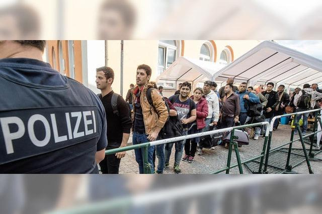 Bis zu 10000 Flüchtlinge kommen täglich in Passau an - wie damit umgehen?