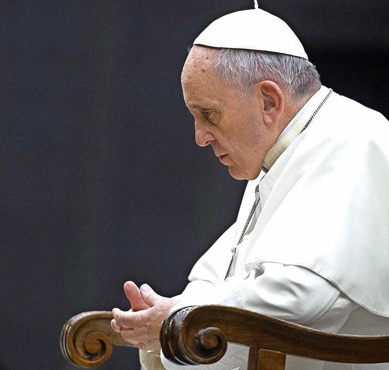 Papst Franziskus bei der Eröffnung der Bischofssynode im Oktober 2014.  | Foto: dpa