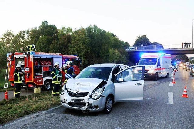 Schwer verletzte Frau bei einem Unfall auf der Bundesstraße