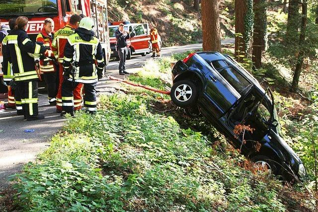Schwierige Bergung nach Autounfall