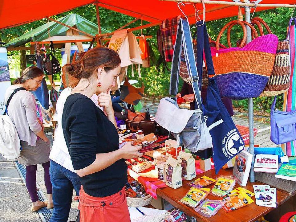 Mit einem Stand war Cabanja beim Herbs...reten, der Dritte-Welt-Laden aus Zell.  | Foto: Edgar Steinfelder