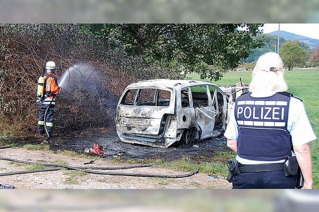 Auto brennt ab – Totalschaden
