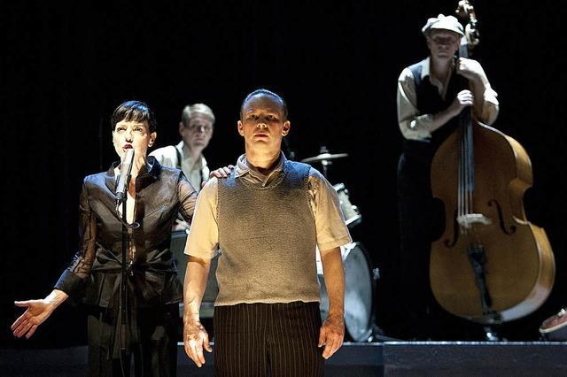 Theaterstück über das Leben Coco Schumanns in der Oberrheinhalle
