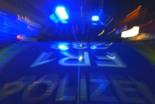 Laster kippt auf der B294 bei Freiburg um – Vollsperrung aufgehoben