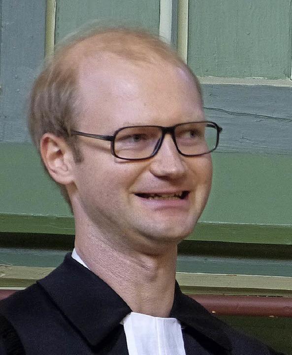 Pfarrer Georg Interschick wird in Köndringen begrüßt.  | Foto: Aribert Rüssel