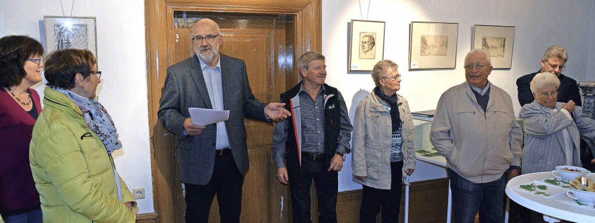 Günter Hoffmann (Dritter von links) gi...te so den Besuchern neue Blickwinkel.   | Foto: Patrick Burger