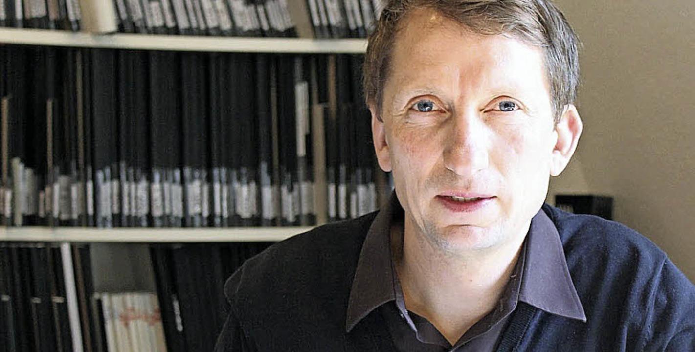 Buchautor Florian Huber im Emmendinger Tagebucharchiv.    Foto: Privat