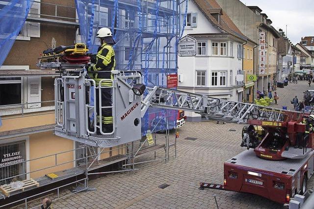 Bauarbeiter stürzt schwer