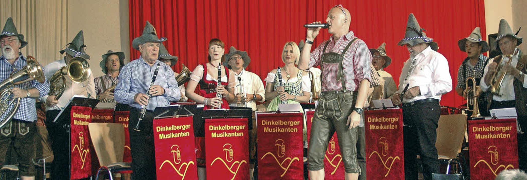 Premiere mit neuen Filzhüten, die sie ...ten sich die Dinkelberger Musikanten.   | Foto: Vera Winter