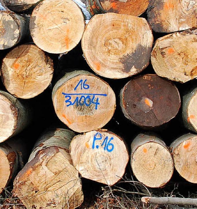Hauptsächlich kranke, schief gewachsen...gesunder, robuster Wald stehen bleibt.  | Foto: Ralf Staub