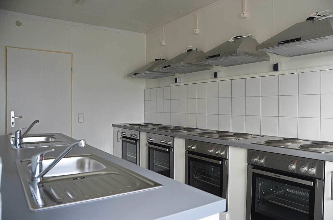 In drei Kochcontainern stehen jeweils vier Herde zur Verfügung.  | Foto: Andrea Gallien