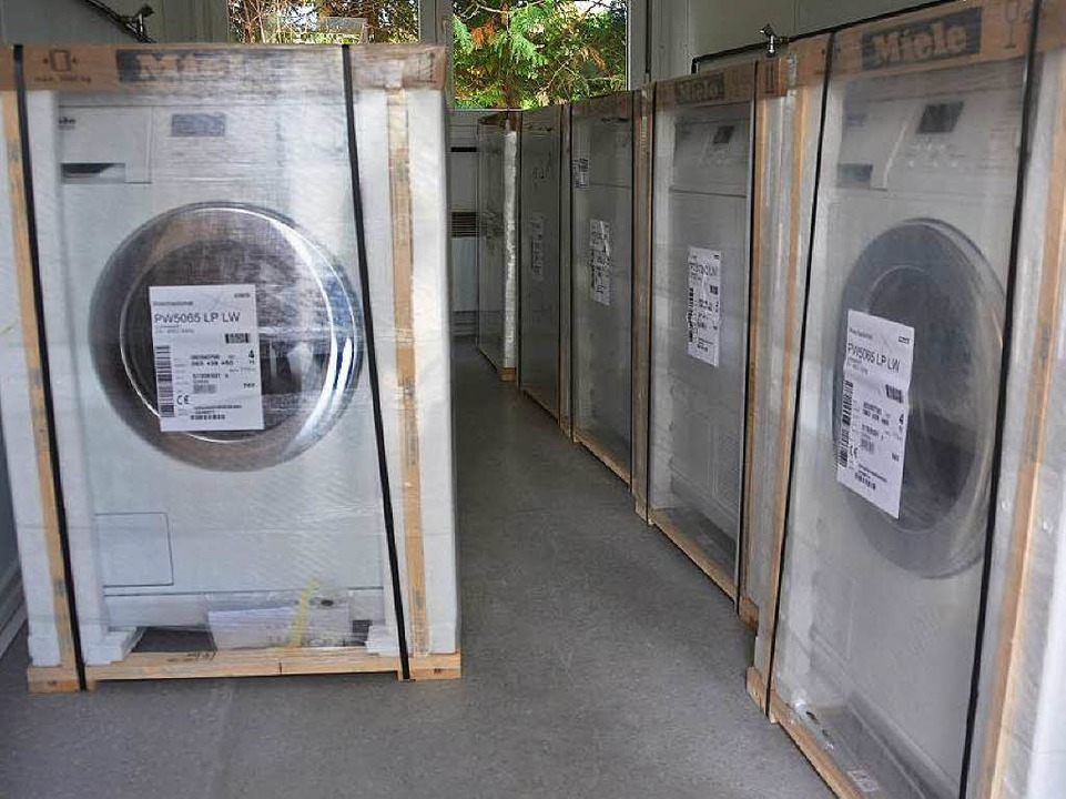 Die Waschmaschinen werden noch ausgepackt.  | Foto: Andrea Gallien