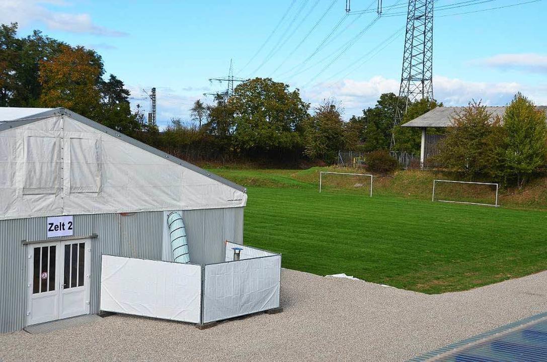 Neben den Zelten soll die Containeranlage errichtet werden.  | Foto: Andrea Gallien