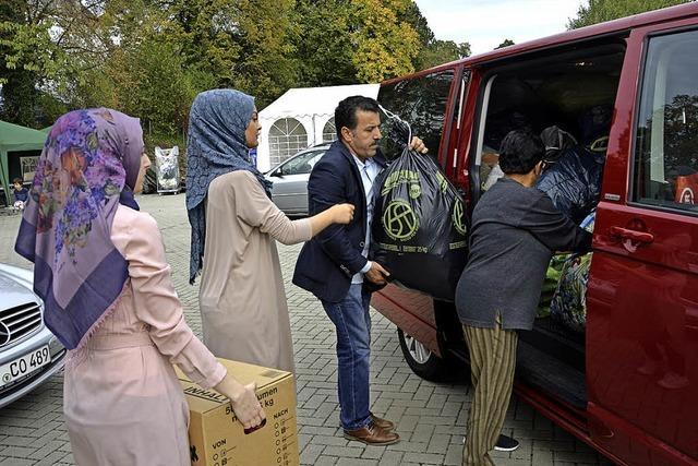 Kistenweise Kleidung für Flüchtlinge