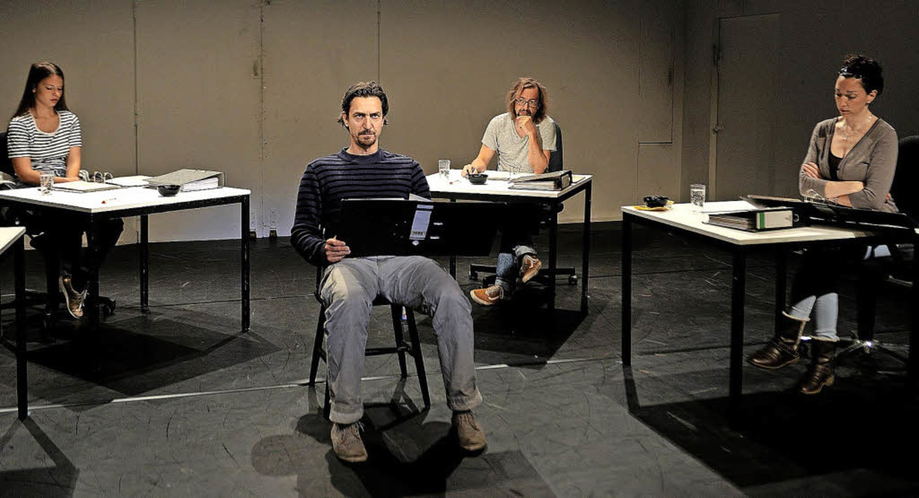 "Das Theater als Verhandlungsort: Szene aus den ""NSU-Protokollen""  | Foto: Maurice Korbel"
