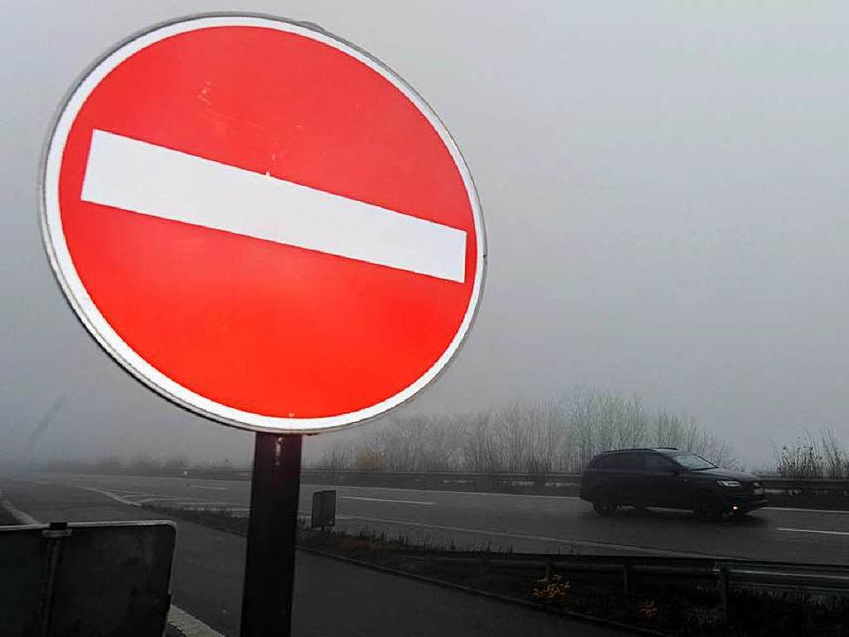 Horror auf der A5: Einem Mercedes-Fahr...die entscheidenden Schilder übersehen.  | Foto: dpa