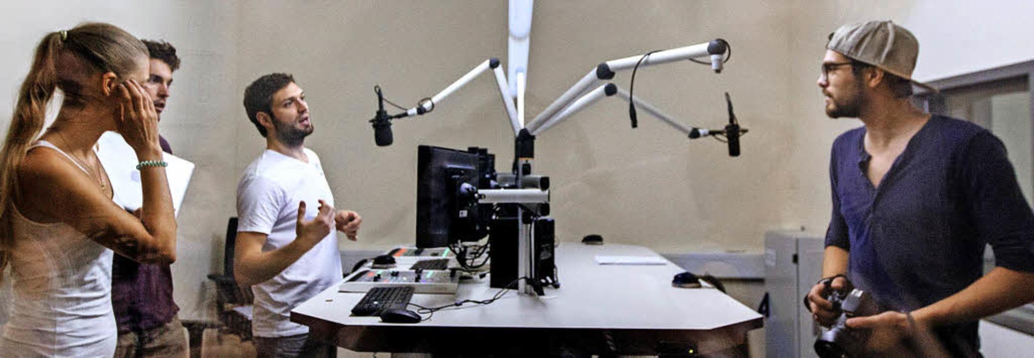 Auch das gibt's in der neuen UB:...de im Radiostudio des Medienzentrums.   | Foto: Uni Freiburg, Thomas Kunz (2)