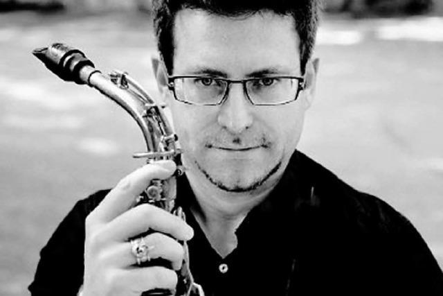 Der amerikanische Saxofonist Elliot Riley in der Humboldtstraße 10