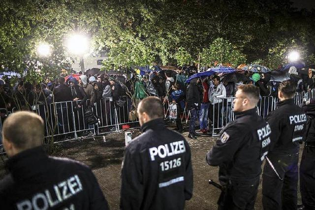 Berliner Flüchtlingsunterkunft: Lage gerät außer Kontrolle