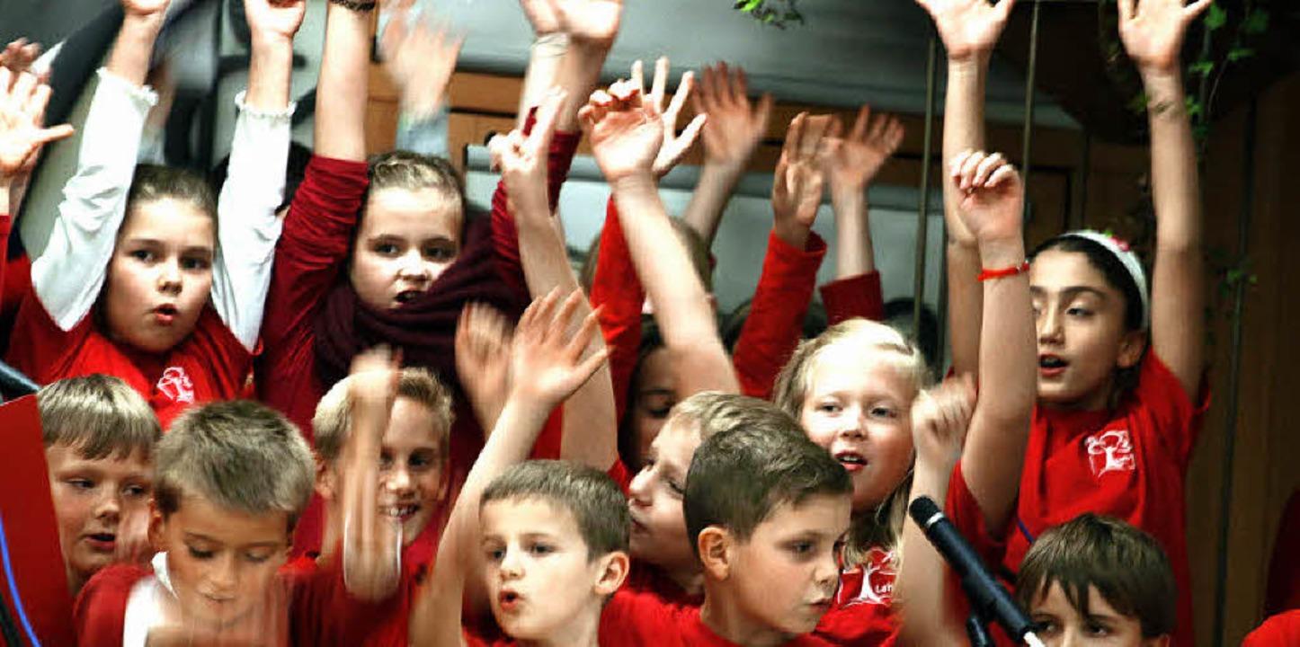 Die Schüler feierten den Geburtstag der Schule mit.     Foto: heidi fössel