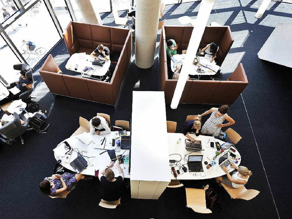 Sessel, Hocker, Bänke: Im Parlatorium ...en – egal auf welchem Sitzmöbel.  | Foto: Thomas Kunz