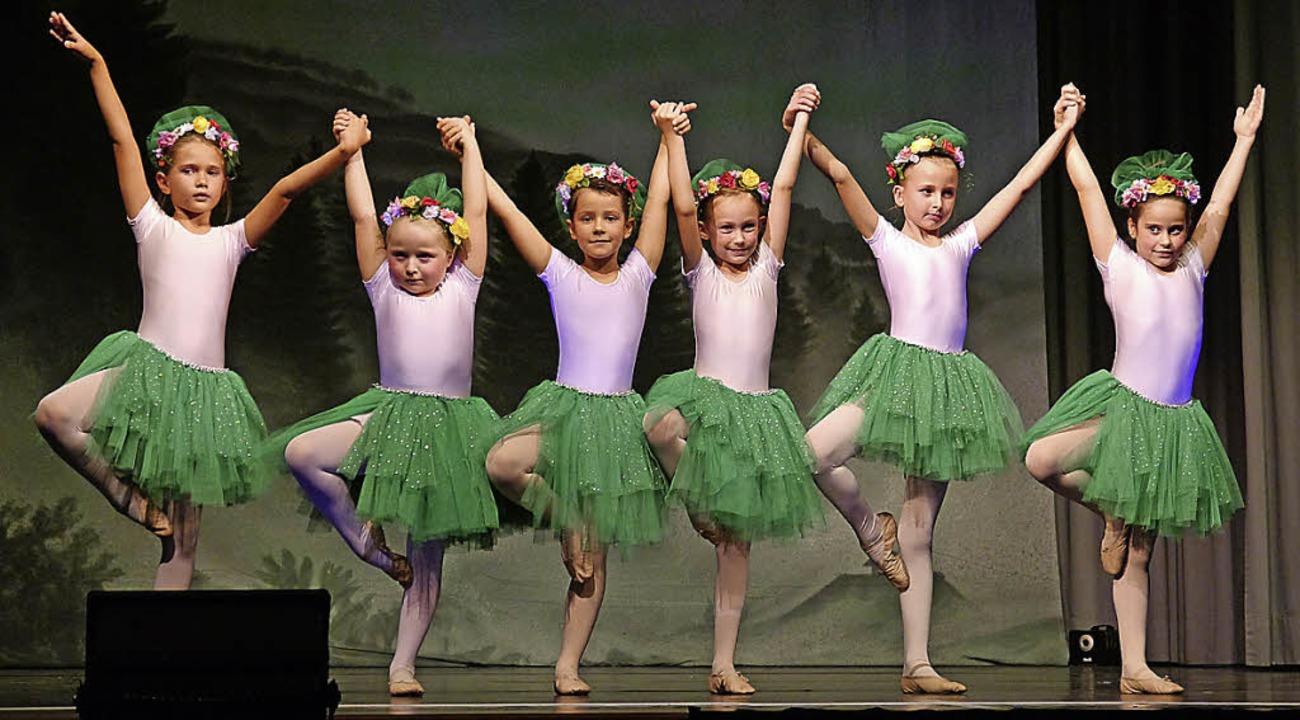 <ppp> die jüngeren Ballerinen waren mit großem Engagement dabei.</ppp>  | Foto: Sarah  Minarik