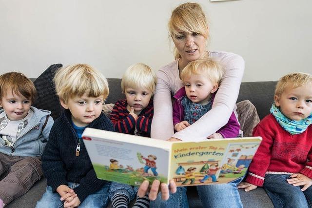 Tagesmütter klagen über schlechte finanzielle Rahmenbedingungen