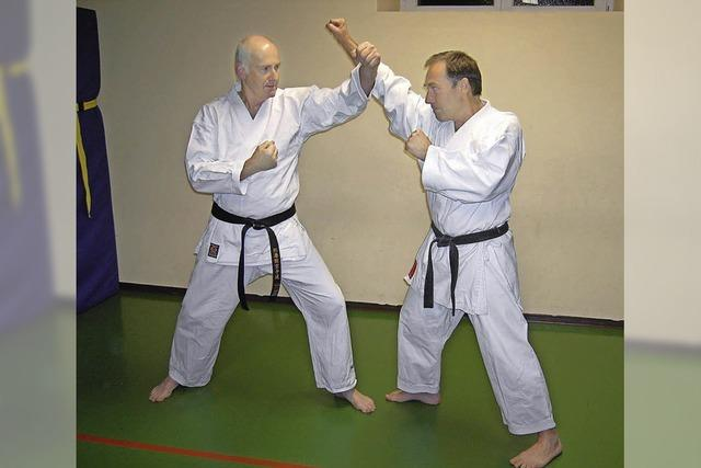 Grundtechniken im Karate kennenlernen