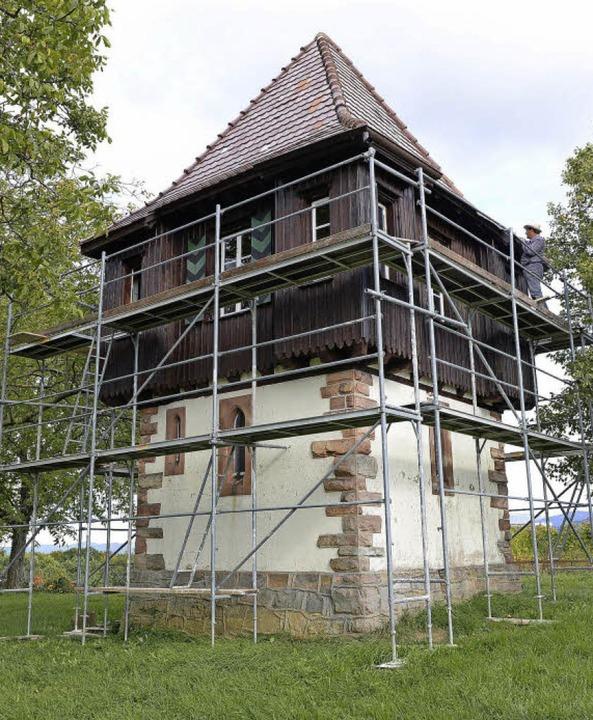 Der Turm ist derzeit eingerüstet.  | Foto: Rita Eggstein