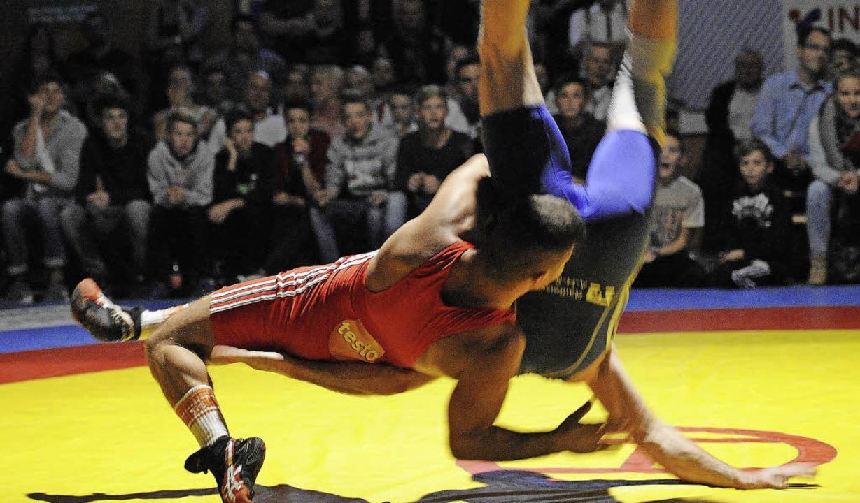 Nach Aurelian Lecius (rot) überzeugendem Sieg stand auch das Publikum Kopf.   | Foto: Achim Keller