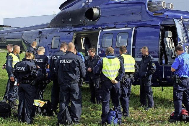 Mit dem Hubschrauber von Ort zu Ort