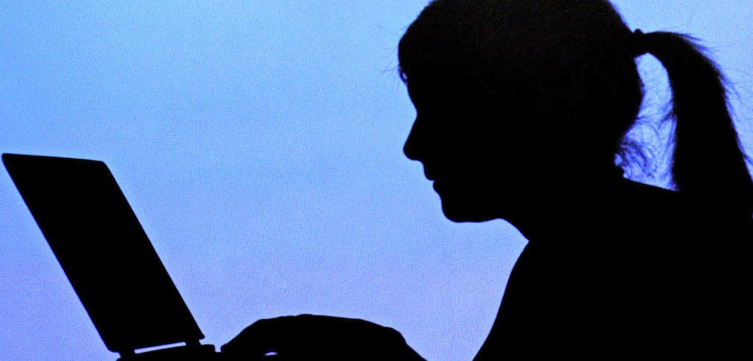 99 Prozent der Jugendlichen nutzen das...egen, Musik zu hören oder zu spielen.     Foto: DPA