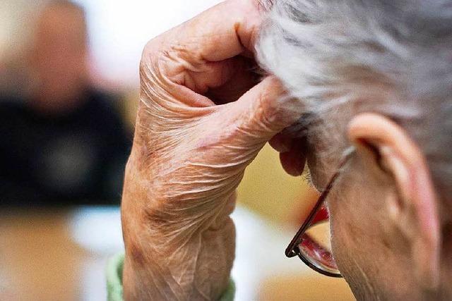 Planung fürs Alter: Pflege im Heim oder Pflege daheim?
