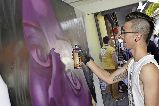 Flohmarkt, Graffiti und offene Geschäfte