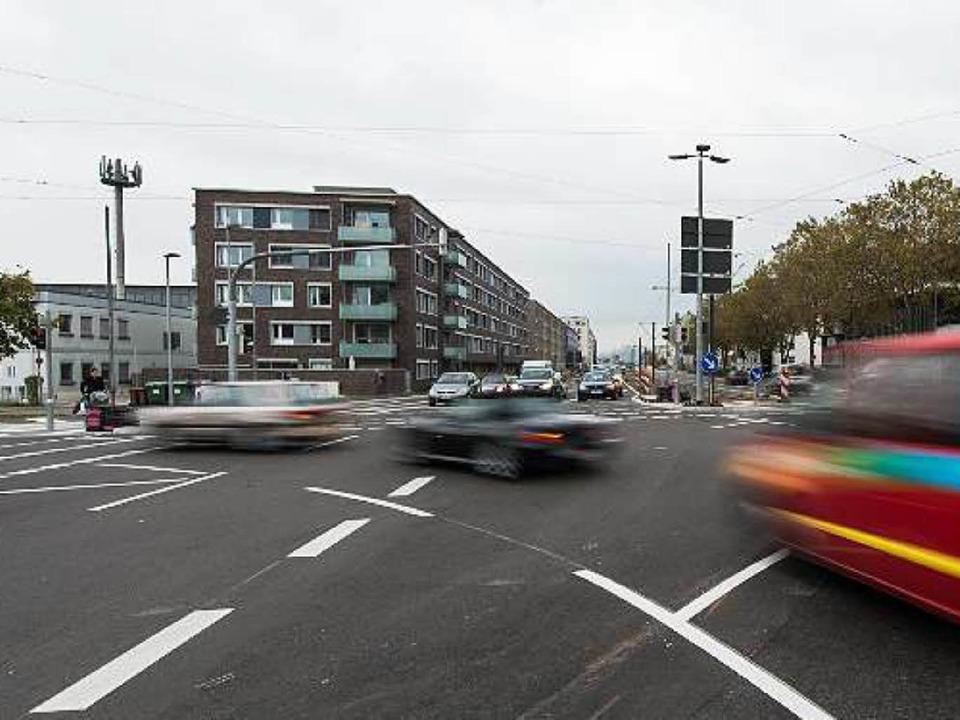 Der Verkehr rollt wieder auf der Berliner Allee.  | Foto: Patrick Seeger
